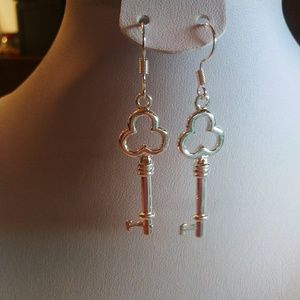 Jewelry - Free gift with the $10 purchase pretty earrings